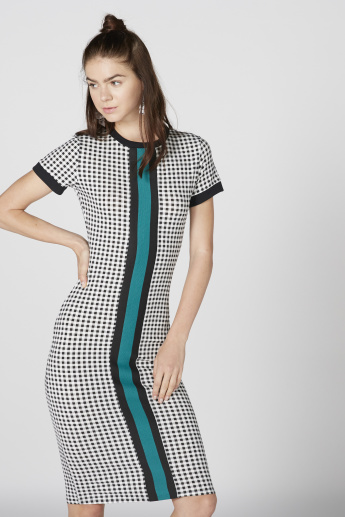 Chequered Midi Dress with Round Neck and Short Sleeves