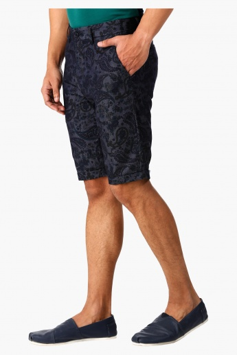 L'Homme Shorts with Paisley Print in Regular Fit