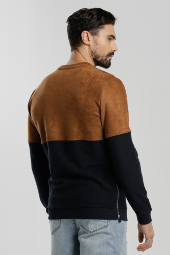 Iconic Round Neck Sweatshirt with Long Sleeves