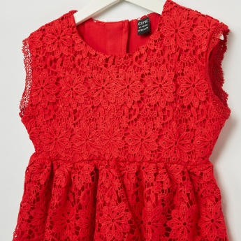 Iconic Sleeveless Round Neck Lace Top