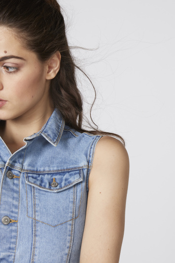 Sleeveles Denim Jacket with Complete Placket and Pocket Detail