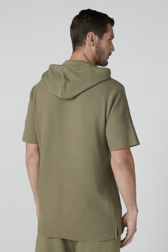 Printed Short Sleeves T-Shirt with Drawstring Hood in Relaxed Fit