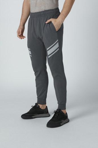 Bossini Full Length Solid Jog Pants with Pocket Detail