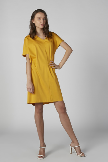 Solid Tunic with V-neck and Short Sleeves