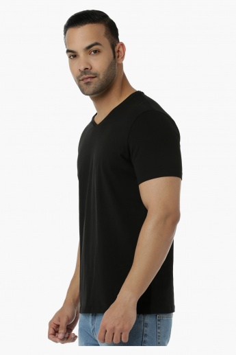 Basic T-Shirt with V-Neck and Short Sleeves in Muscle Fit