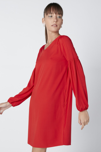Pocket Detail Midi Shift Dress with V-Neck and Drop Shoulder Sleeves