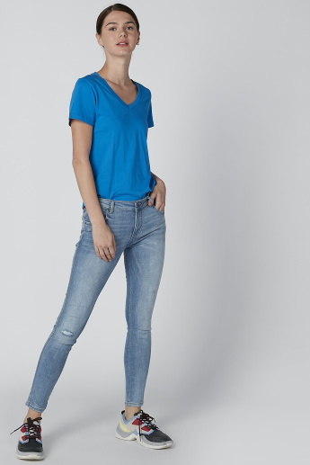 Solid T-Shirt with V-neck and Asymmetric Hem