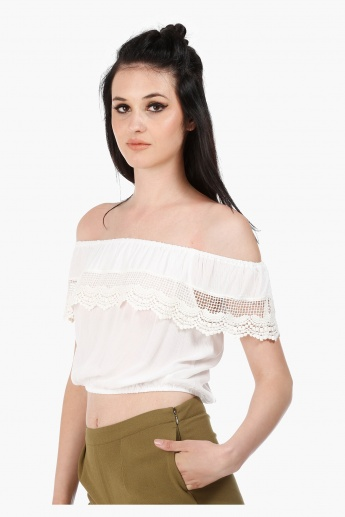 Sleeveless Double Layer Top with Lace Detail in Regular Fit